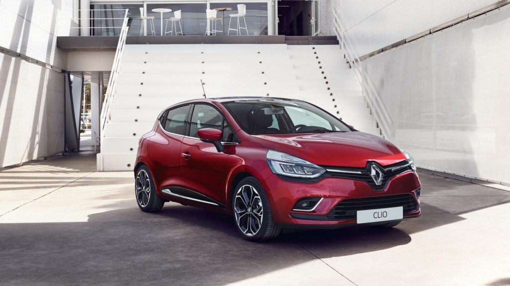 NEW RENAULT CLIO PUT TO THE TEST WITH NEW OFFER FOR DRIVING INSTRUCTORS