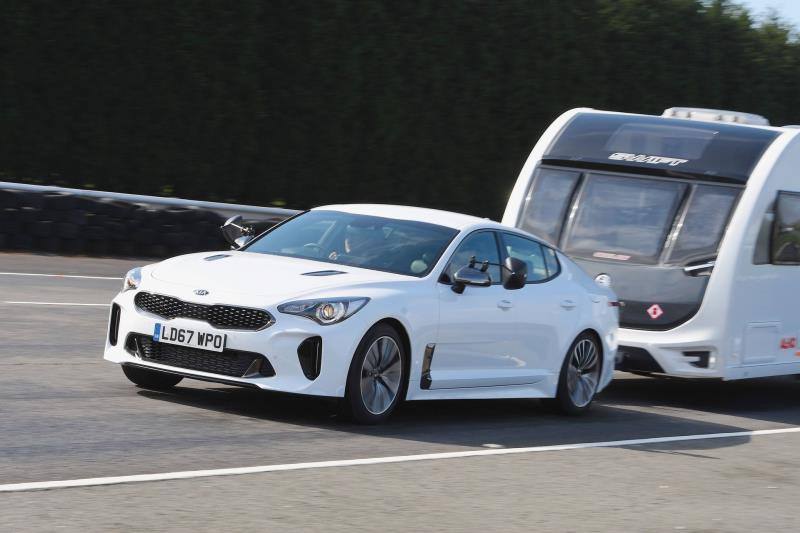 KIA STINGER WINS BEST PETROL TOW CAR AWARD