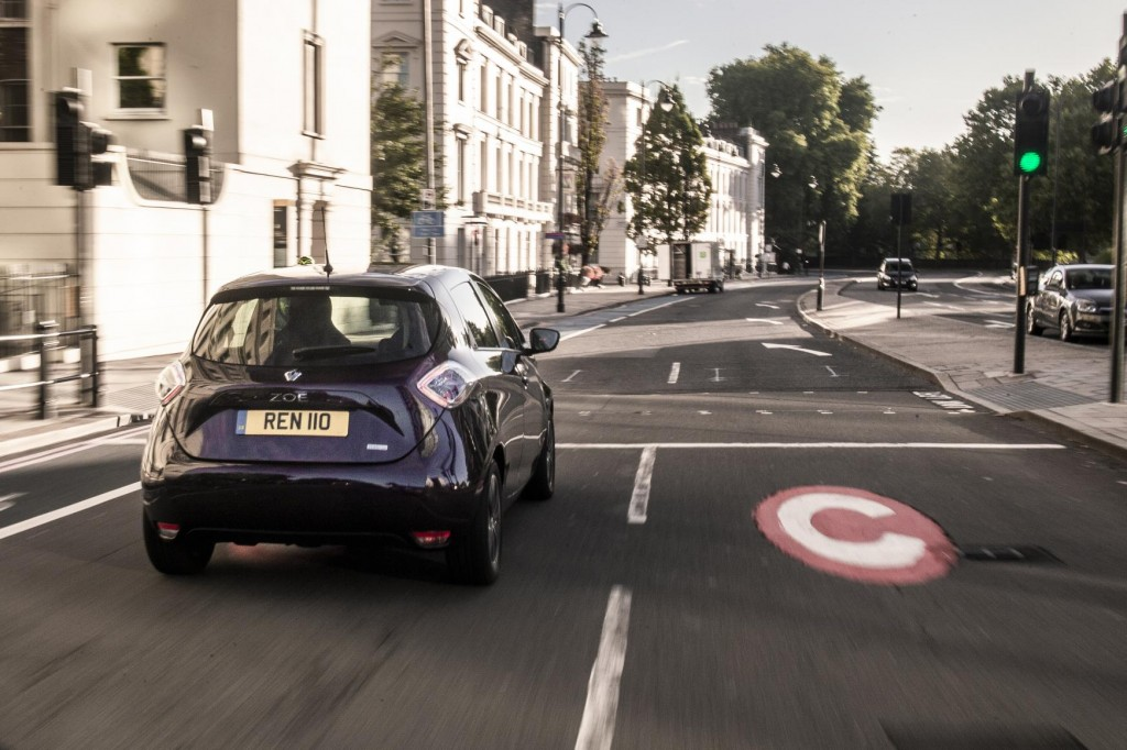RENAULT SHOWCASES ITS ELECTRIC RANGE IN REGENT STREET