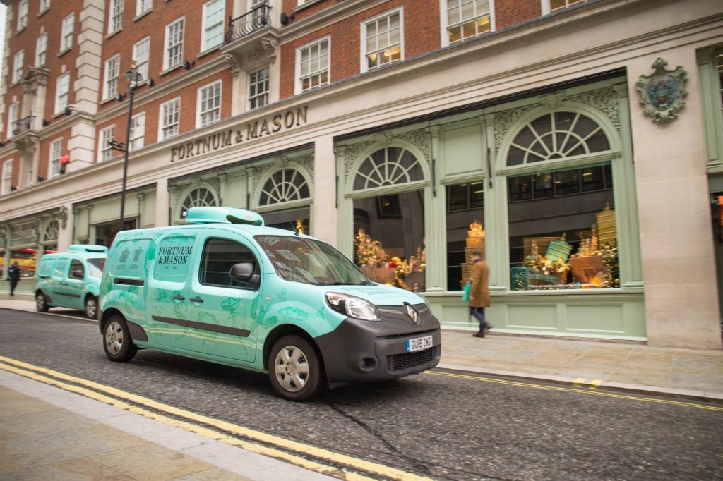 RENAULT KANGOO Z.E. 33 ENABLES FORTNUM & MASON TO WRAP UP ITS LONDON CHRISTMAS DELIVERIES WITH ZERO TAILPIPE EMISSIONS