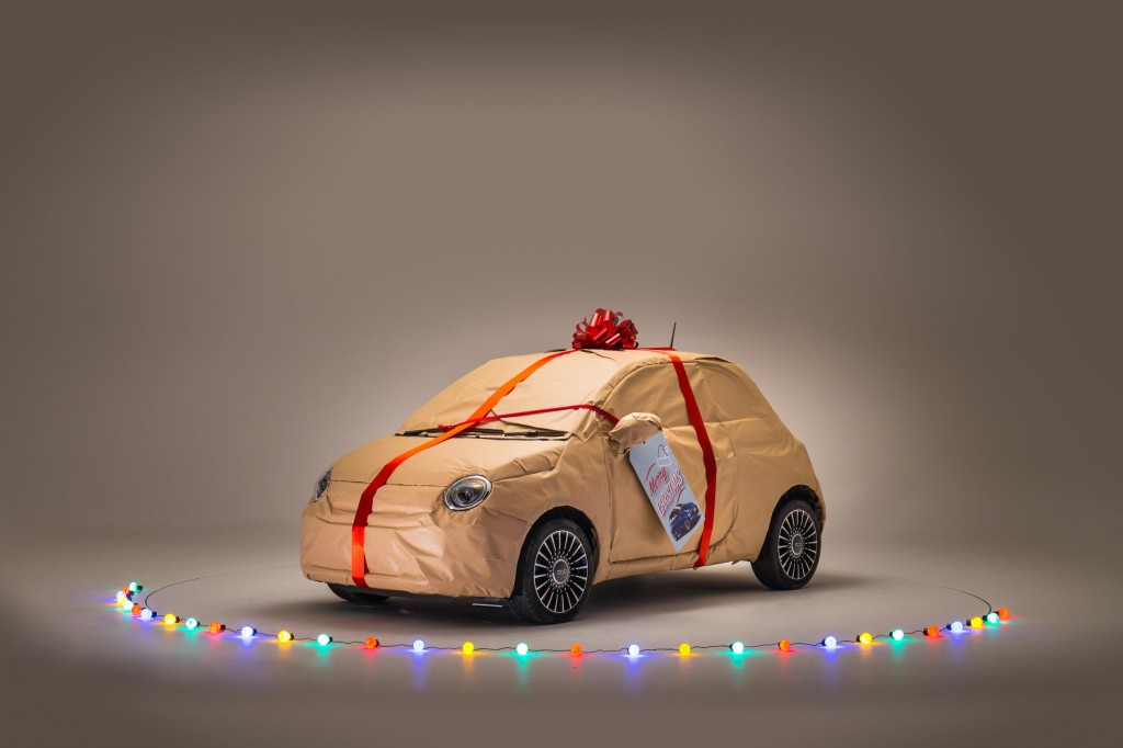 IT'S A WRAP! FIAT COMES TO THE AID OF LAST-MINUTE PRESENT BUYERS WITH FREE EMERGENCY CHRISTMAS EVE GIFT WRAP SUPPLIES